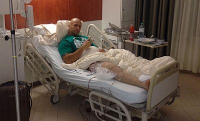 Nandor Guelmino undergoes a knee surgery